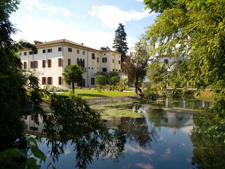 Villa-Wollemborg-loreggia-lampadari-lusso-artigianali-artistici-italiani-design-classici-eleganti-personalizzati-decorativi-illuminazione-vetro-murano