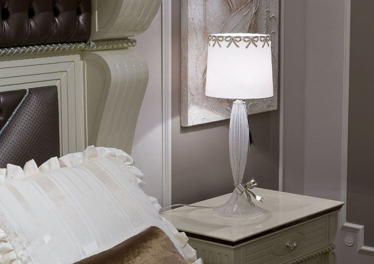 particolare-lampade-da-tavolo-lampadari-lusso-artigianali-artistici-italiani-design-classici-eleganti-personalizzati-decorativi-illuminazione-vetro-murano