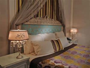 Hotel-Balzac-Paris-luxury-lighting-exclusive-large-crystal-chandelier-hig-end-lighting-brands-foyer-italian-lighting-company