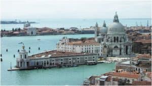 Venice-luxury-lighting-italian-handmade-murano-glass-chandelier-elegant-design-classic-decorative-taylor-made-high-end-lighting-brands